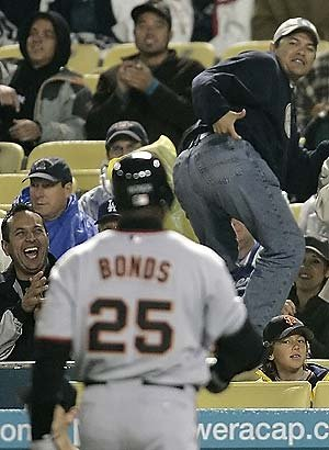 barry bonds getting heckled