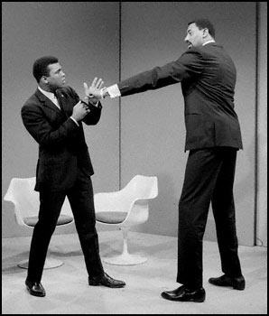 http://dubsism.files.wordpress.com/2012/02/wilt-chamberlain-and-muhammad-ali.jpg