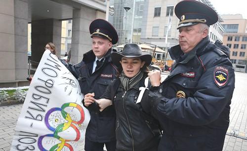 sochi police arresting protestors