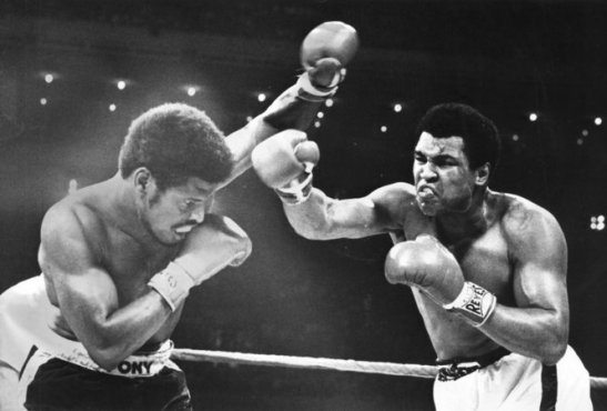 muhammad ali beats leon spinks
